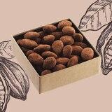 Amande légèrement caramélisée, chocolat noir 68% et poudre de cacao. Croquant à souhait !  • • • #jeanpaulhevin #maisonhévin #cacao #amande #chocolatnoir  #croquant