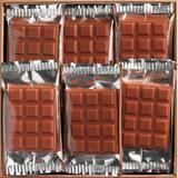 Les mini tablettes Jean-Paul Hévin emballées individuellement... parfaites pour emmener avec soi partout, même à la plage ! 🏝 • • • #jeanpaulhevin #maisonhévin #tablette #été #chocolatierparis