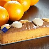 Découvrez notre nouveau Tea Time Orange. Aux zestes d'oranges avec un glaçage chocolat orange.  • • • #jeanpaulhevin #maisonhévin #teatime #orange #cake #macarons #chocolat