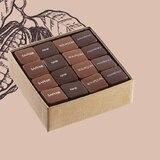 Nos pralinés, sans doute les meilleurs du monde, mais c'est à vous d'en juger... 😉 • • • #jeanpaulhevin #maisonhévin #chocolats #pralines #noisettes #amandes #cacao